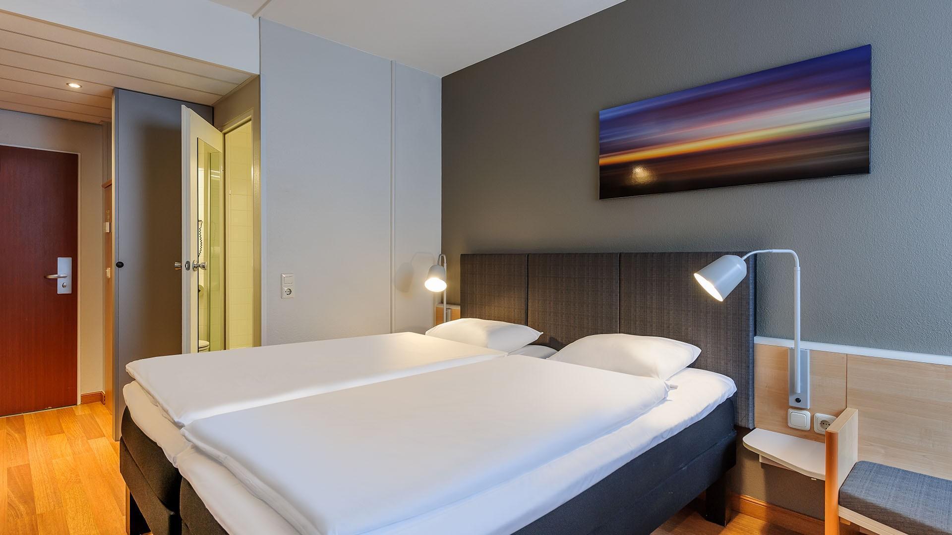 ibis bremen city standardzimmer bettanlage und bad event hotels intl markenhotellerie in. Black Bedroom Furniture Sets. Home Design Ideas