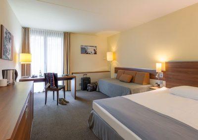 Mercure Hotel Stuttgart Sindelfingen Messe Standardzimmer mit Schlafsofa mit Accessoires