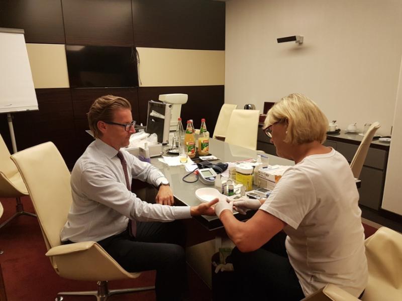 Blutzuckermessung zur Marrriott Mitarbeiter Appreciation Week im Westin Grand Berlin